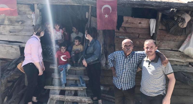 AK PARTİ'DEN MAHALLE ZİYARETLERİ DEVAM EDİYOR