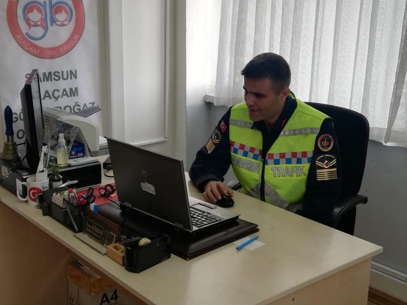 JANDARMA EBA ÜZERİNDEN ÖĞRENCİLERE TRAFİK DERSİ VERDİ