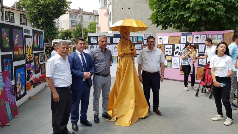 """RENKAHENK"" KARMA SERGİSİ AÇILDI"