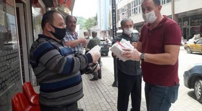 CHP'DEN PAZAR YERİNDE  MASKE DAĞITIMI